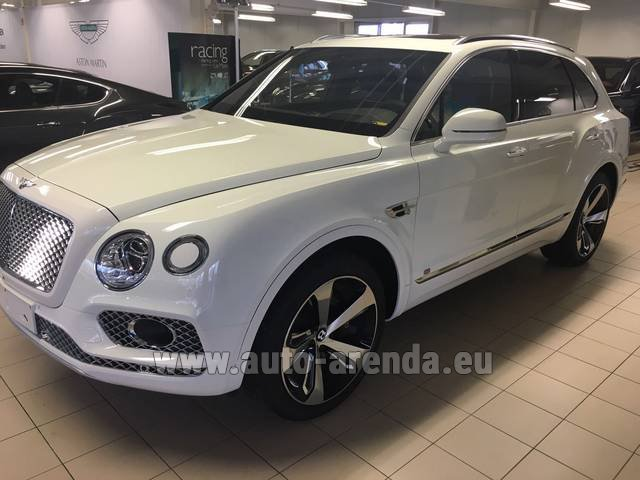 Rental Bentley Bentayga W12 NAIM 22 Rear-Enterteiment in Dudelange